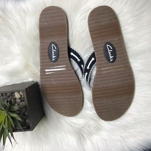 Clarks Shoes - 🍁 Clarks Sandals Black & White Size 12🍁